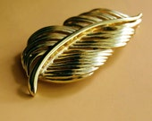 Vintage Napier Golden Leaf Brooch Feather Pin Signed Costume Jewelry Autumn Fall Accessories Gold Tone Metal Mid Century 1960s