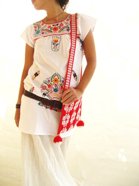 Mexican vintage embroidered white tunic mini dress by