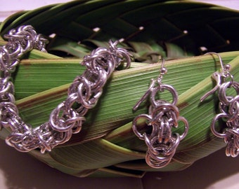 Byzantine Chainmaille Bracelet - 8 inches long - Magnetic Clasp, Aluminum, lightweight