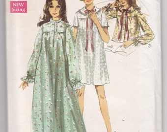 Vintage Sewing Pattern Ladies' Night Gown from 1970's  Simplicity 8457 Misses Small