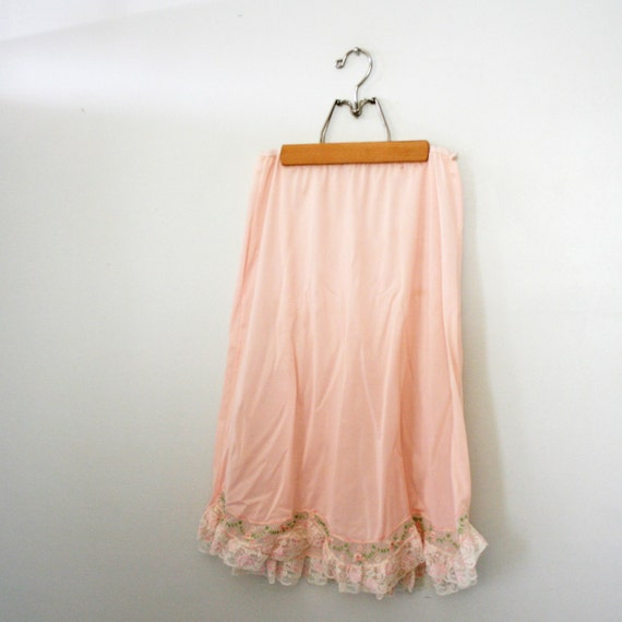 vintage 60s Pale Pink Nylon Half Slip with Embroidered Floral Chain Hem