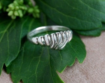 Dome Ring with Scalloped Curve Sterling texture women's, teens