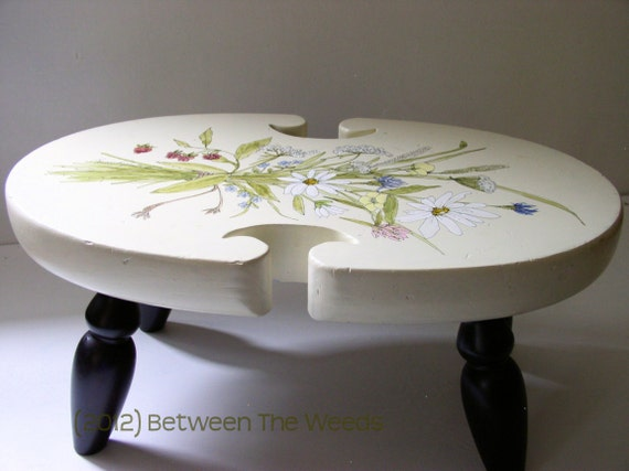 Painted Farmhouse Cottage Footstool Table Riser with Wildflower Bouquet