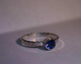 Silver Ring with 5mm Blue Lab Sapphire - Size US 6