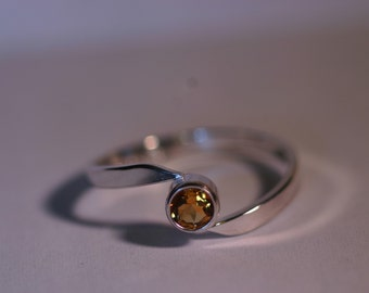 Silver Bypass Ring with 4mm Yellow Citrine - Size US 6
