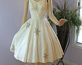 50s Vintage Dress White Chantilly Lace Shelf Bust Full Circle Skirt w Rhinestone Snowflakes