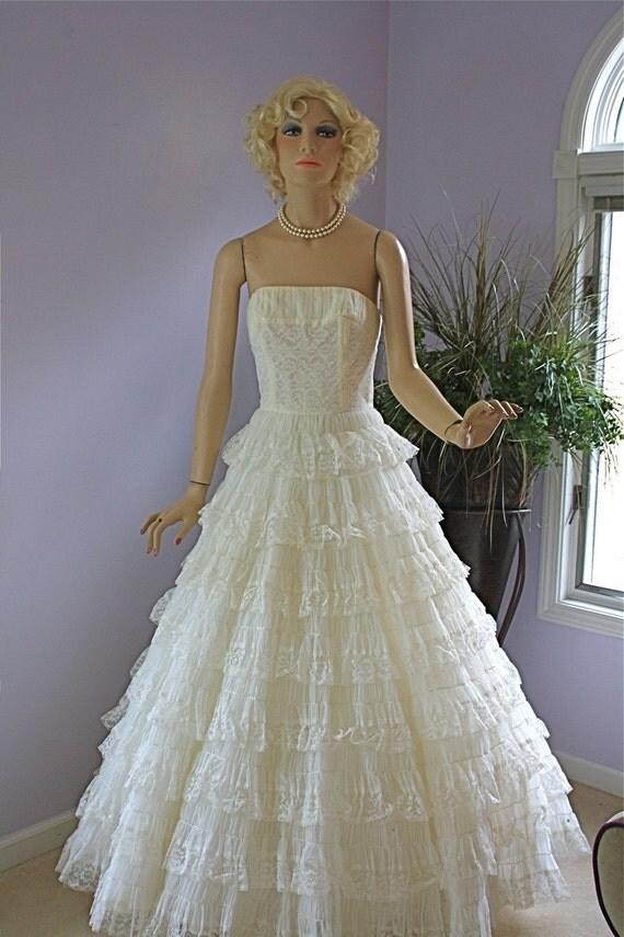 Vintage 50s Dress White Chiffon Organdy Lace Wedding Formal Prom Strapless Full skirt Tulle Sweetheart Spring Long Dress