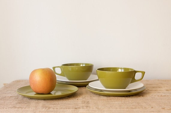 CLEARANCE Melmac Dishware Snack Set in Avocado Green and White