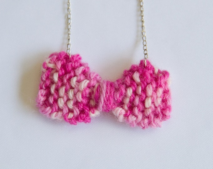 Knitted shades of pink bow necklace