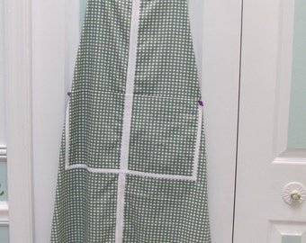 READY TO SHIP : Cooking and Gardening apron ,green and white check cotton fabric,two large pockets,with floral applique
