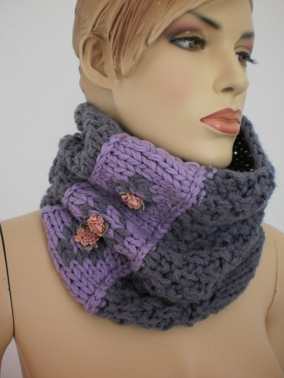 Chunky Scarf   -  Hand Knit Embroidered Cowl Scarf -  lavender  lilac  -Boho Chic - Neck Warmer - Infinity scarf