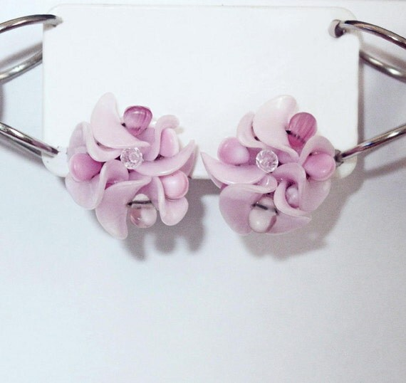 Ice Pink Molded Plastic & Glass Bead Flower Clip Earrings Mid Century