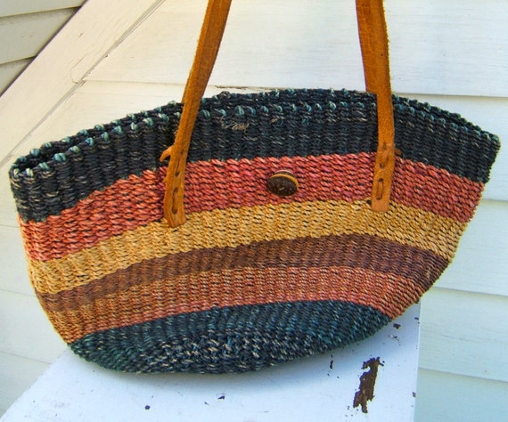 SALE vintage woven straw purse // summer tote // multicolored striped bucket bag