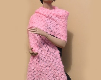 VINTAGE 70s - Crocheted pink mohair shawl