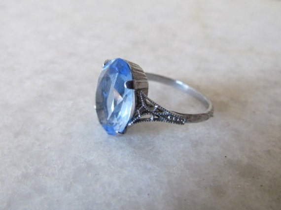 Art Deco Ring / Antique Rhodium Plated Art Deco Blue Glass Filigree Ring c.1920s Size 6