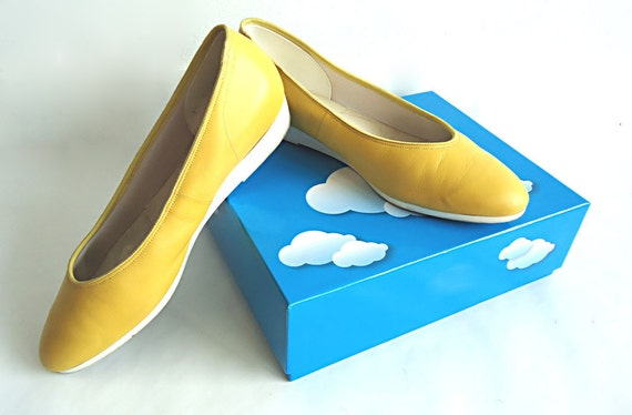 ZeSt YOURSELF 80s Ultra Comfy Soft Leather Flats in Citrus Yellow with White Rubber Soles By Naturalizer Size 7.5/8