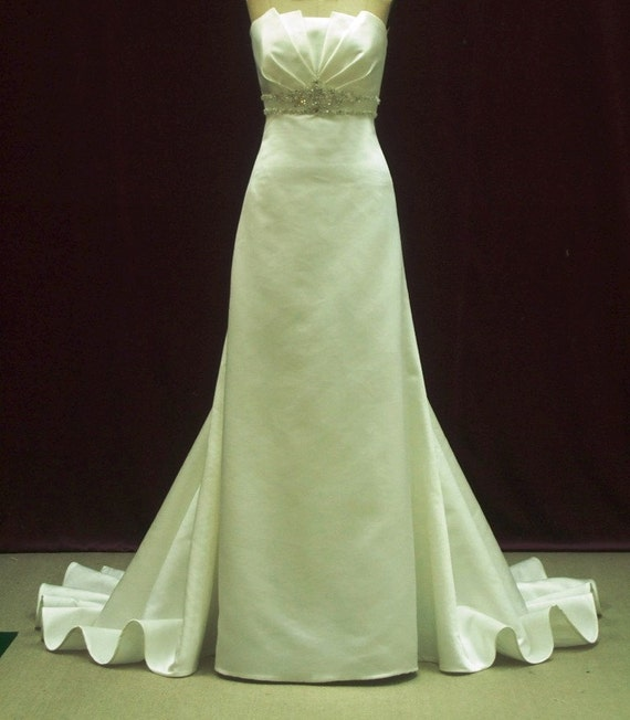 Minneapolis Wedding Gowns: Items Similar To Wedding Dress In Satin And Crystals