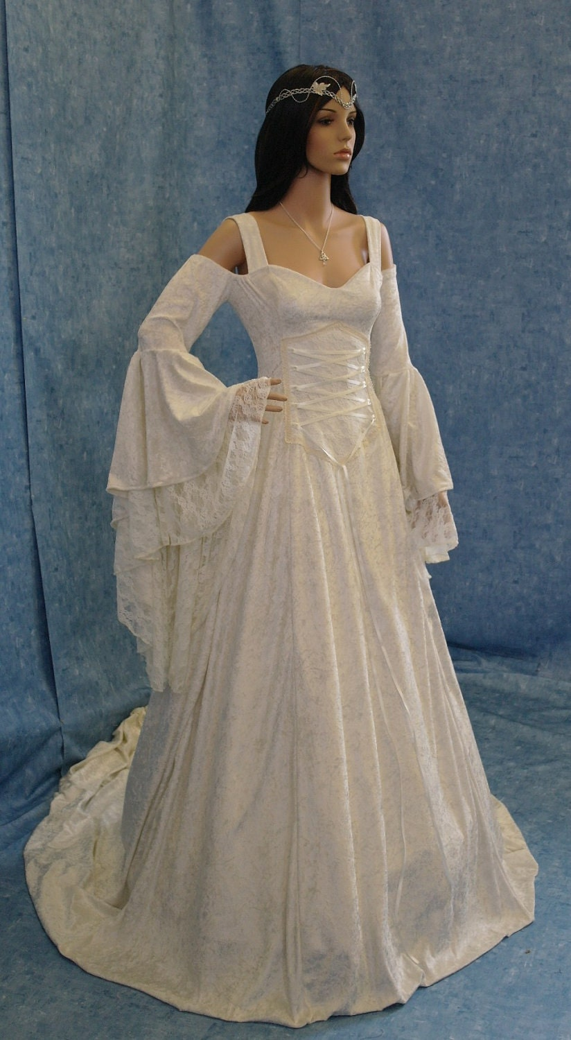 Renaissance style wedding dress gorgeous medieval wedding for Renaissance inspired wedding dress