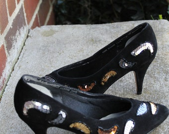 7 1/2 WW 1980s party shoe vintage black suede pumps shoes beads sequin paisley embellishment size 7 1/2 WW wedding shoes Xmas party shoes