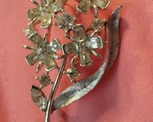 Vintage jewelry,  USNER, USNER jewelry,  signed Floral Brooch with Rhinestones