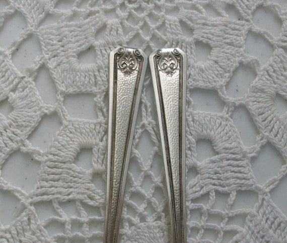 2 Silver Rogers Hammered Long Spoons Parfait Ice Cream Sundae Iced Tea //