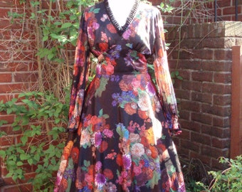 Vintage 1960s/'70s floral shelf dress from France  UK 14-16, US 8-10. Day to evening.