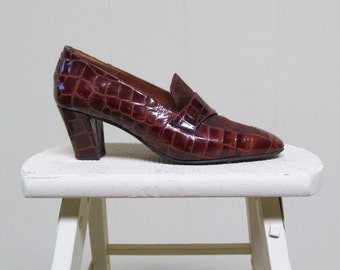 Vintage 1980s Shoes / 80s Brown Faux Crocodile Suede Loafers / Size 7.5 US