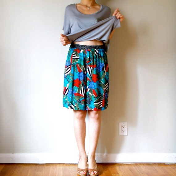 vintage women colorful teal turquoise aqua sea coral green blue floral printed high waisted pleated shorts (size 4 - 6)