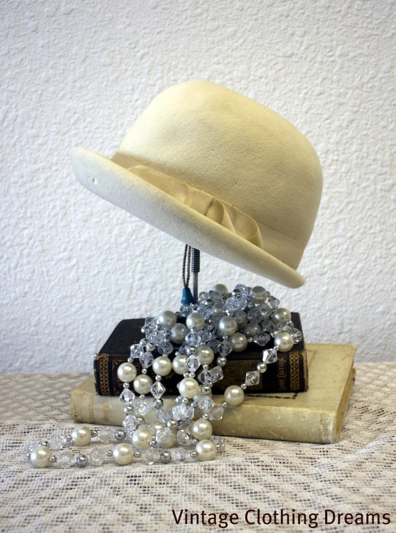 Vintage 20s Hat Style Cloche Gatsby 1920s style hat Vintage Ivory cloche grosgrain ribbon 1960s 60s Mid Century Mod hat Coralie 10-24