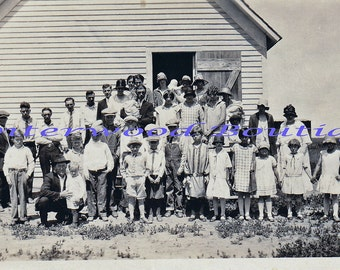 1920s Snapshot  - Large Family by the barn. B&W 3x5