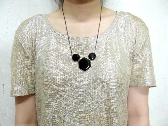The Geo 04 necklace, geometric accessories, geometric pendant