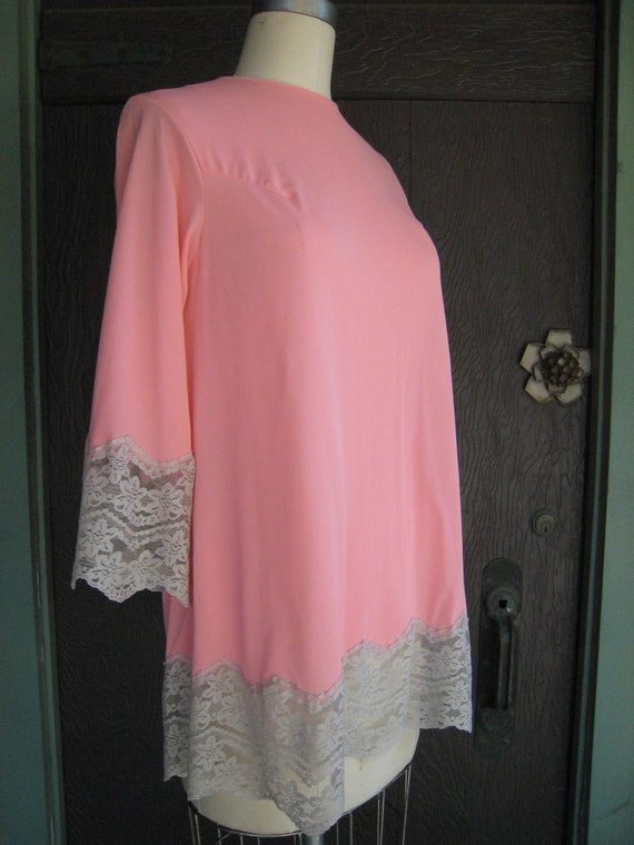 Vintage Salmon Cantaloupe Pink Nightie Top with Taupe Lace Trim
