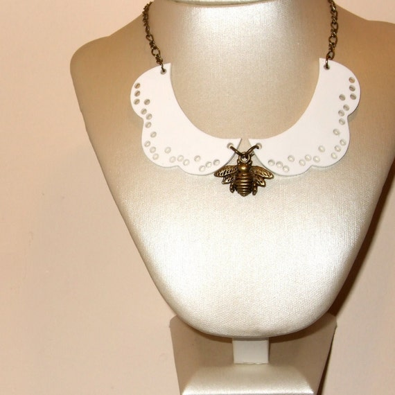 Collar Necklace, Peter Pan Collar, Bee Necklace, Insect Jewelry, Lace Look Collar, Collar Necklace, Bee Jewelry, Lace Collar, Scallop Collar