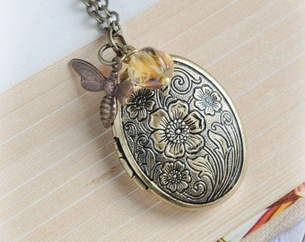 Mothers Gift Bee Locket Gift for Mom Necklace Jewelry Sister Gift Wife Present Grandmother Gift Aunt Gift
