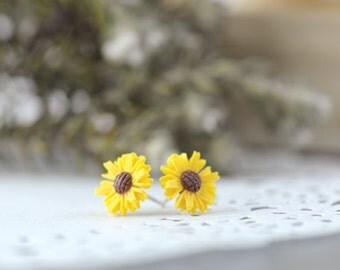 Daisy Sunflower on 925 Sterling Silver Post Earrings. Sunflower Earrings. Daisy Flower Post Earrings. Yellow Flower Studs Earrings.