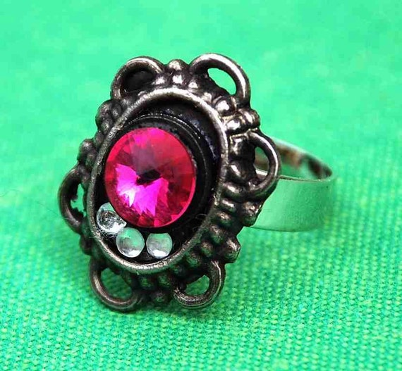 RING OVAL FILIGREE Purple Swarovski Crystals  Antique Silver Victorian Ladylike Feminine Elegant