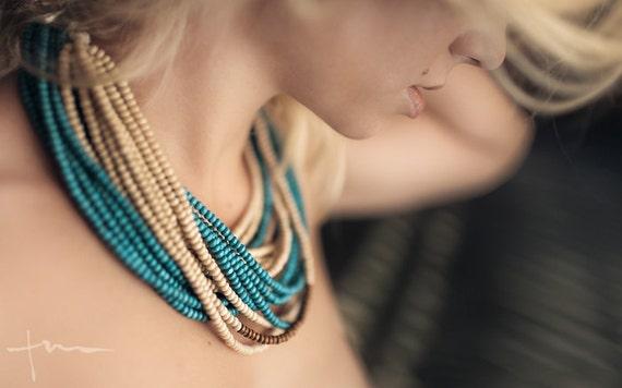 Bijoux Fait à La Main Montreal : Turquoise beige et marron perle en bois fait ? la main collier