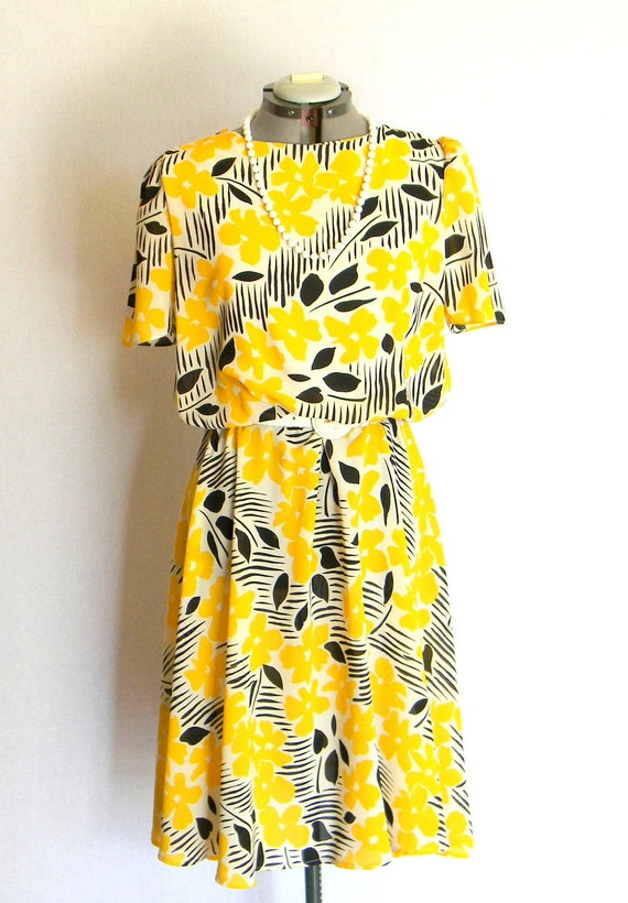 SALE Vintage Summer Dress Size Large Sundress Floral Neon Fashion Yellow Black White Summer. 80s Mad Men Fashion. Swing Dress. Spring