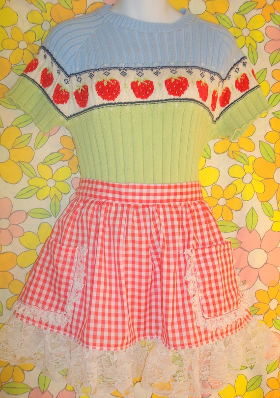VINTAGE APRON Lacey Red White Plaid with white lace large