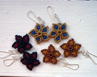 Little custom flower earrings in macrame