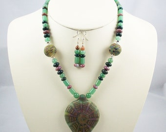 Livin' Large, Web of Colors in Borosilicate Focal with Stone Beads Necklace Set