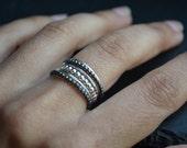 Grape VI . stacking silver rings, semainier