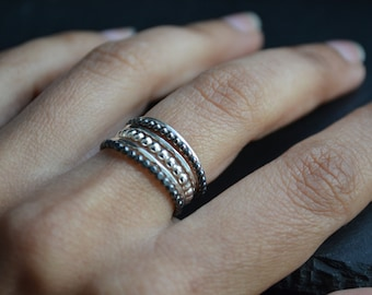 Grape VI . stacking silver rings, semainier