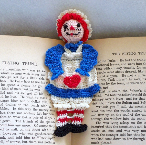 raggedy ann crochet bookmark, reading character bookmark