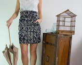High-waisted polka dots skirt in blue and white, vintage inspired, with pockets in stretch cotton.