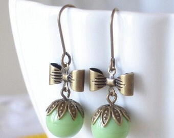 Vintage Sweet Pea Earrings Retro Mint Green Apple Green
