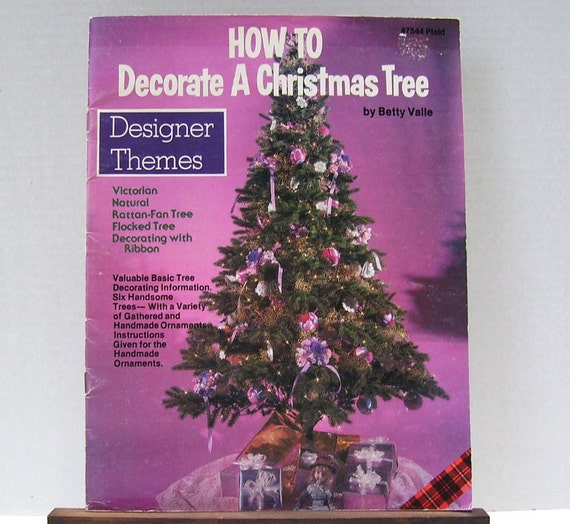 Decorate A Christmas Tree - Betty Valle - 1982