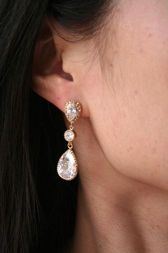 Gold Bridal Earrings.Crystal Earrings. Clear Earrings.Bridesmaid Earrings.Bridesmaids Jewelry.Wedding Earrings.Bridal Jewelry.Drop Earrings