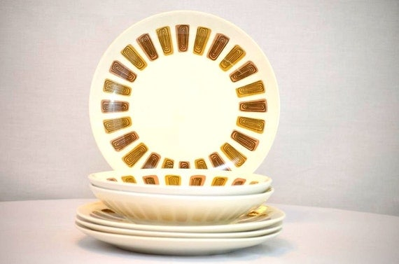 Mid Century Royal China Sante Fe Ironstone Dinnerware Set of Four Dinner Plates and Two Vegetable Bowls