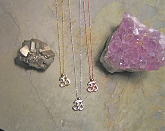 Organic OM  Necklace In Recycled 14K White, Rose Or Yellow Gold.  AS Seen in Yoga Magazine! Om sign, Aum sign, Yoga jewelry, yoga gift, Yoga